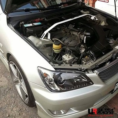 UltraRacing Domstrebe für Lexus IS200 / 300