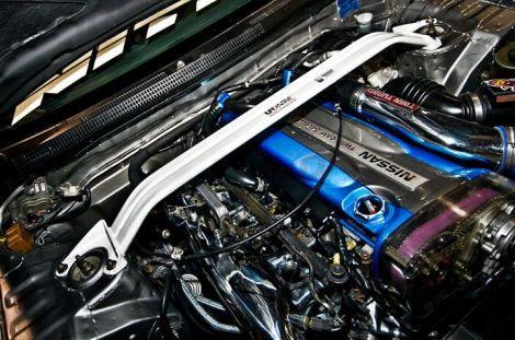 UltraRacing Domstrebe für Nissan Skyline Skyline R33/R34 GTR